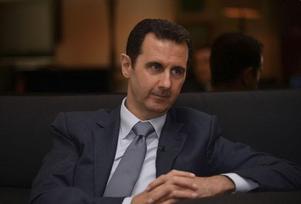 O presidente da Síria, Bashar al-Assad, durante entrevista com a revista francesa Paris Match, em Damasco (Foto: SANA/Divulgação via Reuters)