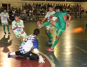 Tuna Luso pressionou a defesa do ABC (Foto: Anderson Silva/Globoesporte.com)