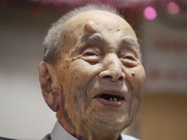 Yasutaro Koide, de 112 anos, diz que o segredo de uma vida longa é 'não exagerar' (Foto: Koji Sasahara/AP)