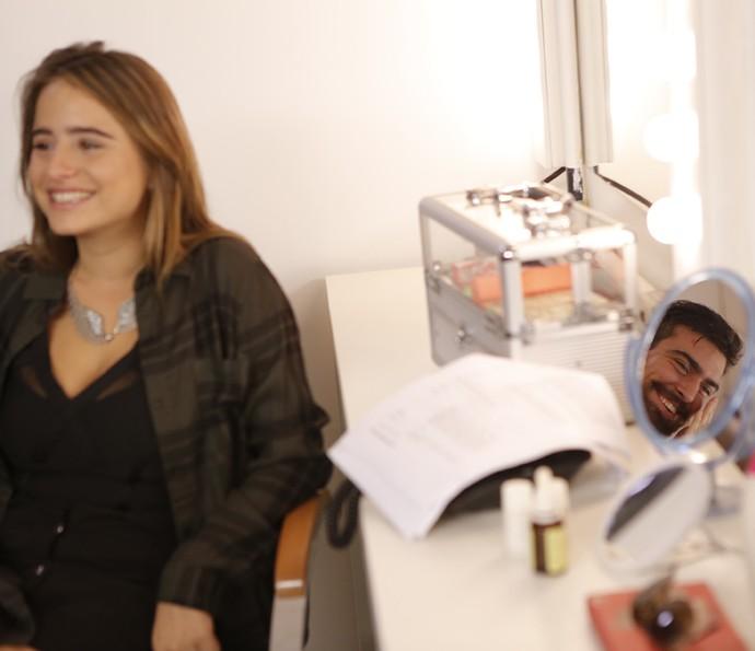 Manu e Gabriel Estrela se divertem no camarim (Foto: Pedro Carrilho/Gshow)