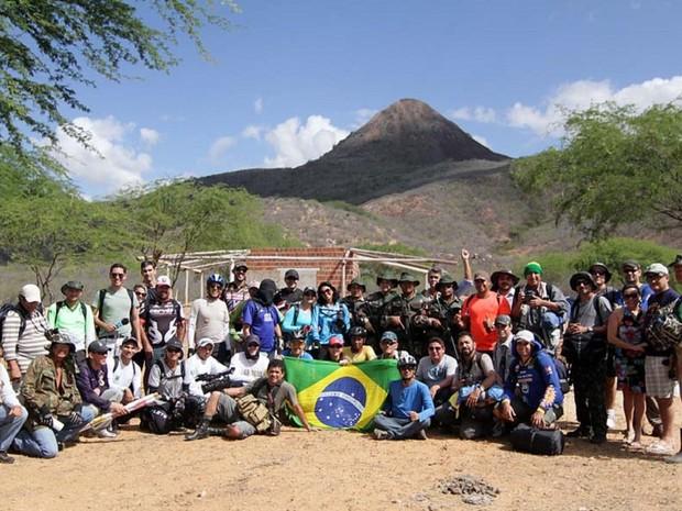 Fotógrafos e ciclistas subiram no Pico do Cabugi, que é o ponto mais alto do Rio Grande do Norte. (Foto: Canindé Soares)
