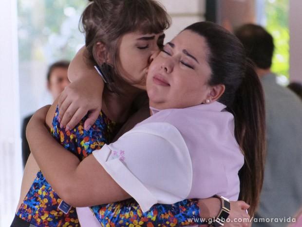 Finalmente patrícia e Perséfone fazem as pazes (Foto: Amor à Vida / TV Globo)
