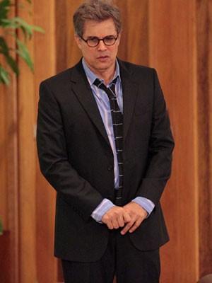 Felipe: gravata frouxa e camisa amassada (Foto: Guerra dos Sexos / TV Globo)