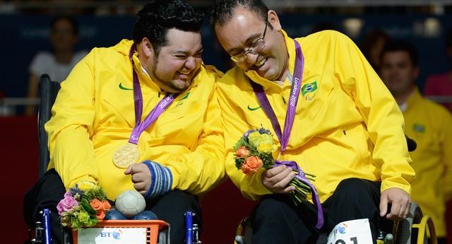 Dirceu Jose Pinto e Eliseu dos Santos levaram o ouro na competição de bocha da paralimpíada (Foto: Gareth Copley/Getty Images)