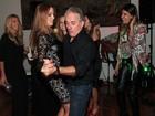 Ticiane Pinheiro solta a voz e dança com Otávio Mesquita em festa