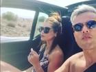 Otaviano Costa e Flávia Alessandra andam de carro conversível na Grécia