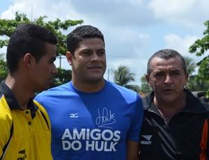 Hulk, durante a inauguração do campo (Foto: Hévilla Wanderley/GloboEsporte.com)