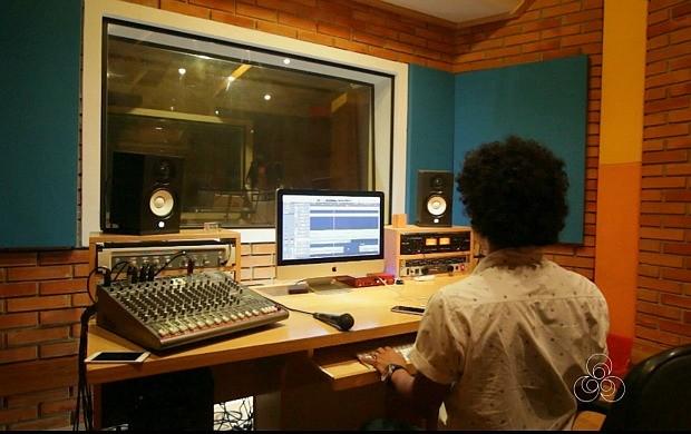 Amazônia Revista em RO mostra como é a gravação de um CD em estúdio (Foto: Amazônia Revista)