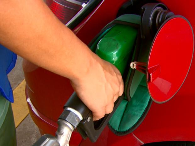 Queda no preço do etanol atrai consumidores São Carlos Araraquara Rio Claro (Foto: Wilson Aiello/EPTV)
