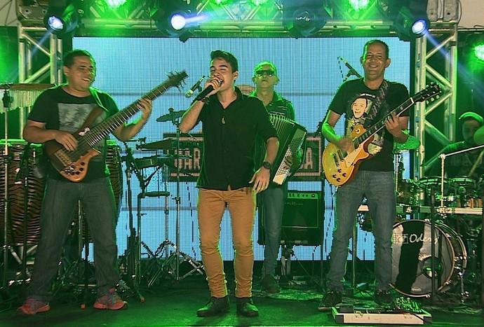 Pedro Guilherme trouxe ao palco do Garagem o sucesso Malandramente (Foto: TV Sergipe)