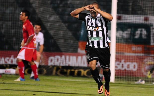 Rafael costa gol Figueirense (Foto: Antônio carlos Mafalda / Ag. Estado)