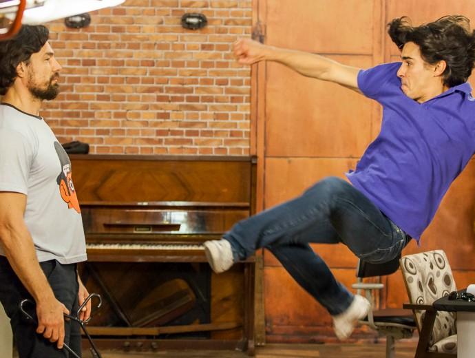 Os personagens do Ricardo e do André vão encenar uma luta no Tomara que Caia (Foto: Artur Meninea/Gshow)