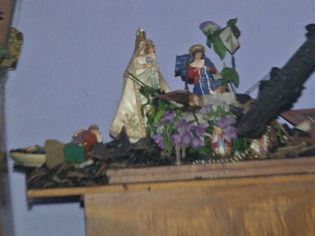 Materiais ao redor das santas foram destruídos, segundo sargento Durval Dutra do Corpo de Bombeiros (Foto: Reprodução/TV Tapajós)