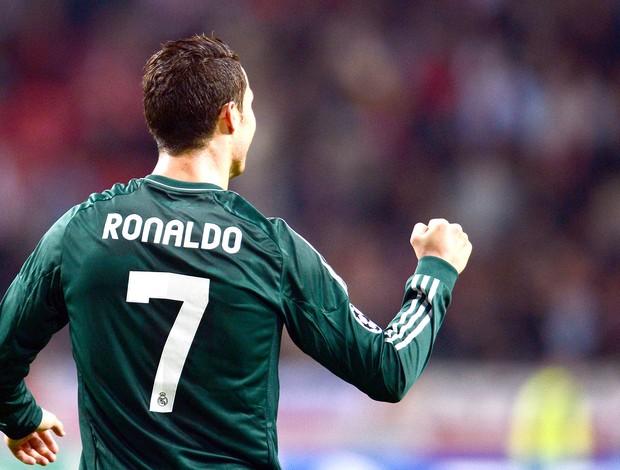Cristiano Ronaldo, Ajax e Real MAdrid (Foto: Agência AFP)