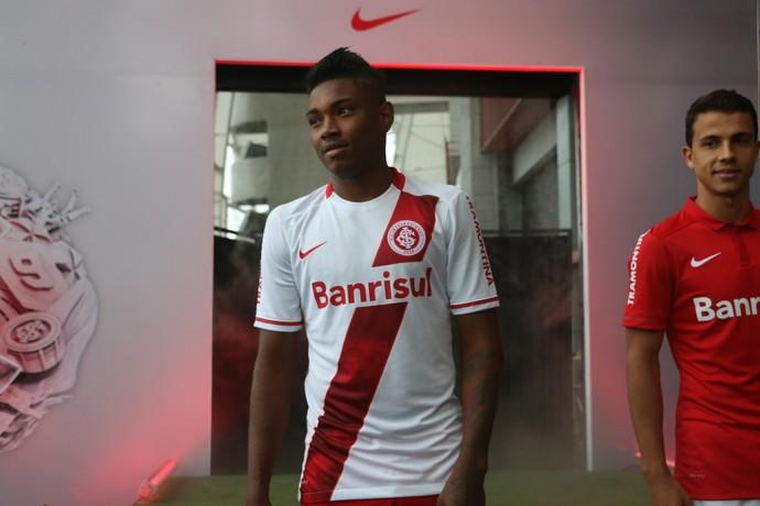 inter internacional nova camisa nike vitinho nilmar (Foto: Diego Guichard/GloboEsporte.com)