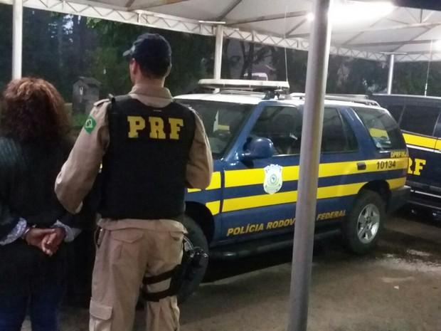 Mulher tinha sido condenada por roubo até 2020  (Foto: Divulgação/PRF)