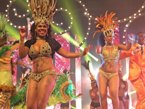 Destaques da escola Imperatirz Dona Leopoldina  participaram de gravação do clipe do carnaval 2014. (Foto: Daniela Kalicheski/G1)
