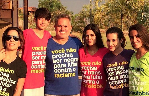 Glória Pires com a família (Foto: Reprodução/Instagram)