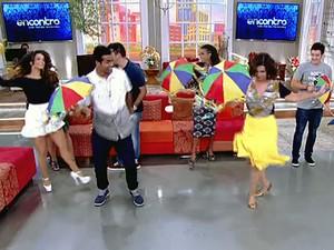 Fátima ensina frevo para Marcello Melo Jr. (Foto: TV Globo)