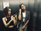 Bruna Marquezine posa para selfie com Manu Gavassi