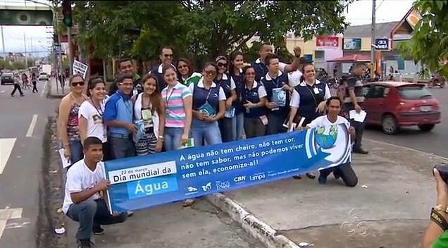 Colaboradores participam da ação ambiental do 'Consciência Limpa' (Foto: Amazonas TV)