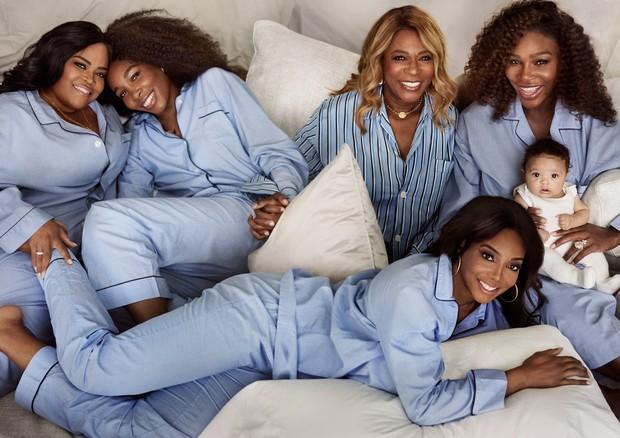 Serena com a família (Foto: Reprodução/Mario Testino)