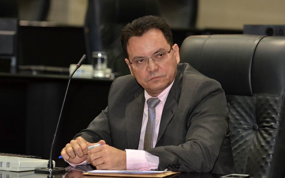 Presidente da ALMT, Eduardo Botelho (PSB), assinou ato de desagravo contra o secretário e pediu que ele peça desculpas à deputada formalmente (Foto: Maurício Barbant/ALMT)