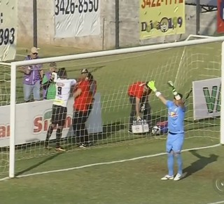 Anderson Cavalo agressão Votuporanguense x RB Brasil (Foto: Reprodução / TV TEM)