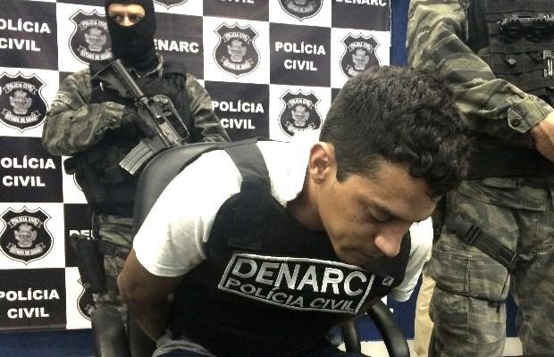 Conhecido como Magrelo, Iterley é apresentado pela Polícia Civil em Goiânia, Goiás (Foto: Paula Resende/ G1)