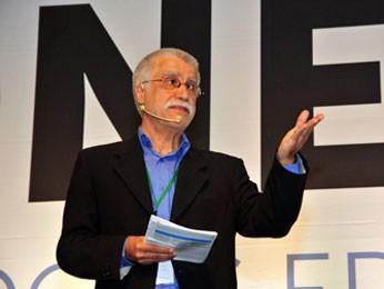 O português José Pacheco participa de congresso no Recife (Foto: Divulgação)