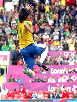 Neymar comemora gol do Brasil contra a Bielorrússia (Foto: Reuters)