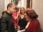 Rodrigo Santana, a Valéria do 'Zorra Total', assiste Bibi Ferreira no teatro