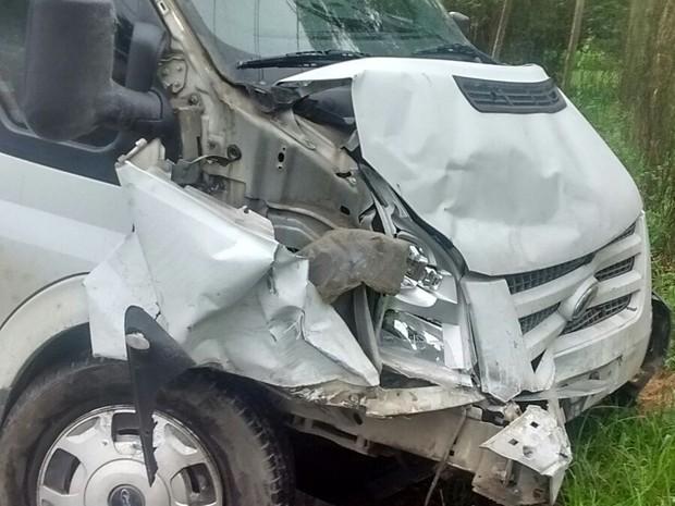 Motorista do Transit teve ferimentos leves (Foto: PMRv/Divulgação)