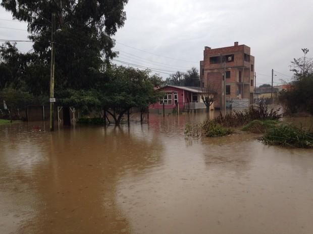 Excesso de chuva causa acúmulo de água em Bagé, RS (Foto: Felipe Bastos/RBS TV)