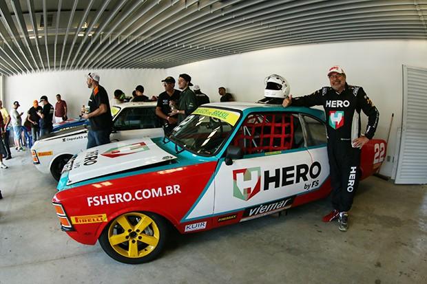 Paulo Gomes e seu Opala #22 agora de roupagem noda da Hero (Foto: Vanderley Soares/TimeSport)