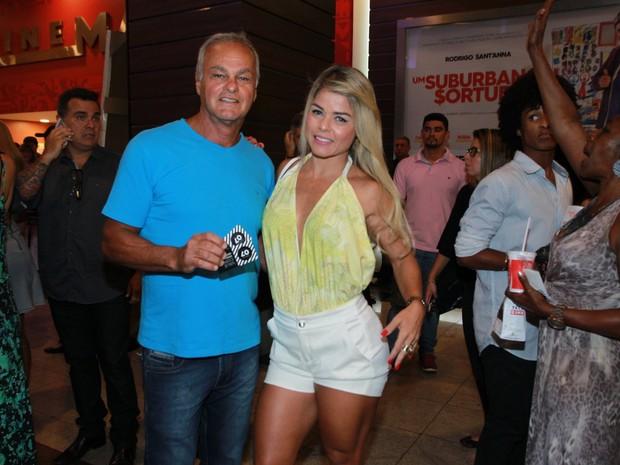 Kadu Moliterno e a namorada, Cristianne Rodriguez, em pré-estreia de filme na Zona Oeste do Rio (Foto: Marcello Sá Barretto/ Ag. News)