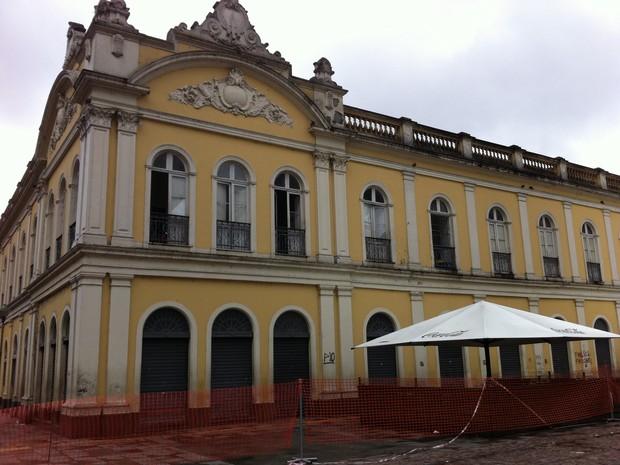 Mercado Público amanhece vazio na manhã após incêndio (Foto: Gabriela Haas/G1)