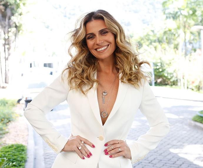 Sempre simpática, Giovanna Antonelli chega para a coletiva de imprensa para apresentar a vilã Atena  (Foto: Ellen Soares/TV Globo)