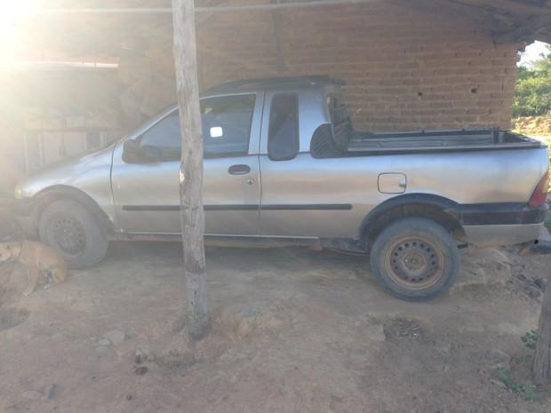 Carro utilizado para esconder e transportar o corpo da vítima até o rio Verde foi apreendido hoje, em operação (Foto: Polícia Civil/Divulgação)
