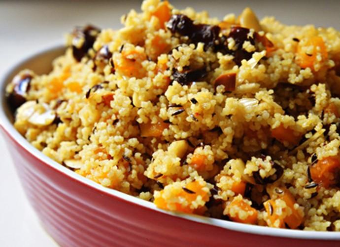 Salada de cuscuz com curry e tâmaras secas - Comer Juntos (Foto: Divulgação)