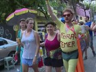 Protestos contra políticos marcam desfiles de blocos pelo Brasil