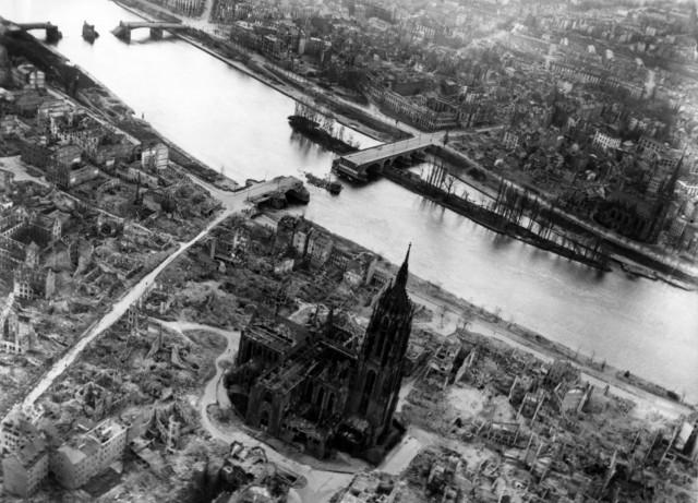 Visão aérea de Frankfurt em 1944 (Foto: Reprodução)