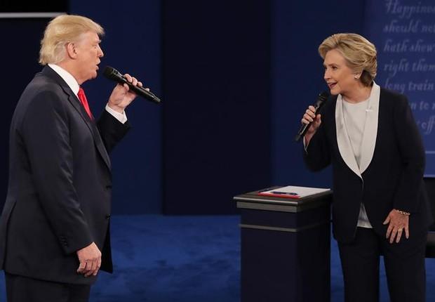 Trump e Hillary em segundo debate na TV (Foto: EFE)