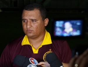 Higor César, treinador do Globo FC (Foto: Augusto Gomes)