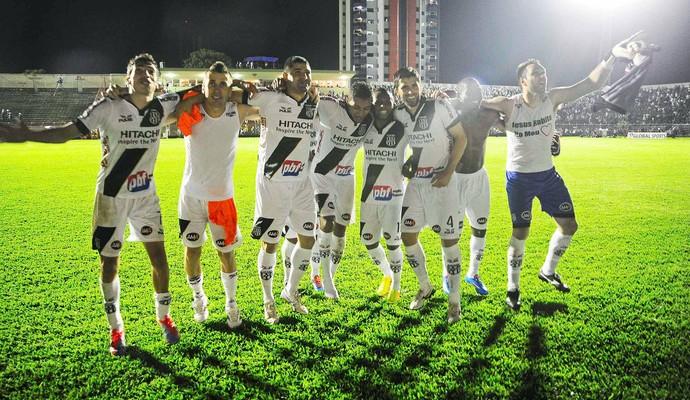 Ponte Preta comemoração jogo São Paulo Sul-Americana (Foto: Marcos Ribolli / Globoesporte.com)