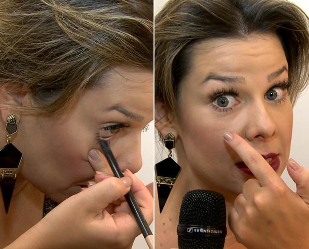 Fê Souza mostra lápis que aumenta os olhos  (Foto: Reprodução)
