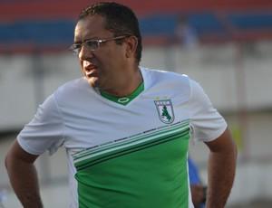 Suélio Lacerda, técnico do sousa (Foto: Felipe Martins / GLOBOESPORTE.COM)