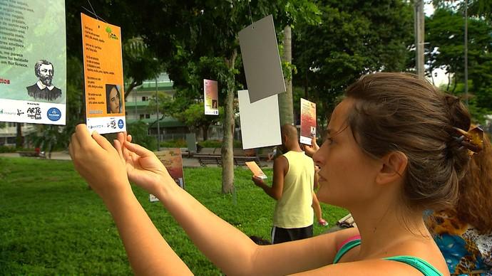 Projeto 'Pé de Poesia' disponibiliza textos em árvores de praças em Salvador (Foto: TV Bahia)