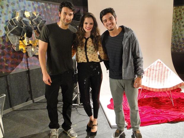 Sérgio Marone, Agatha Moreira e Rodrigo Simas durante as gravações de Malhação (Foto: Malhação / Tv Globo)