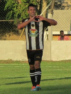 Eraldo, atacante do Atlético Itapemirim (Foto: Marcos Kito)